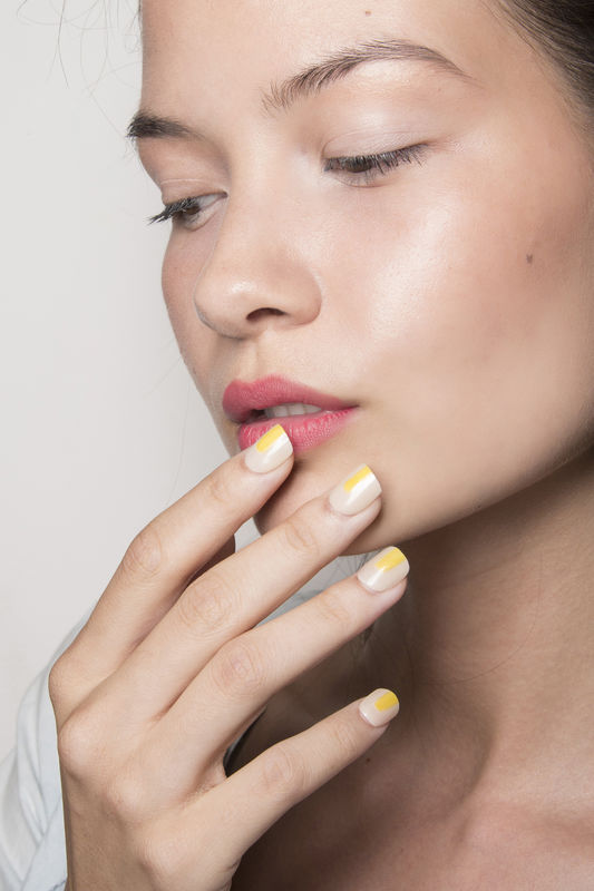 http://glazurmag.ru/images/manicure-ss14/manicure-trendy-wiosna-lato-2014-christian-siriano-fot-imaxtree-1.jpg