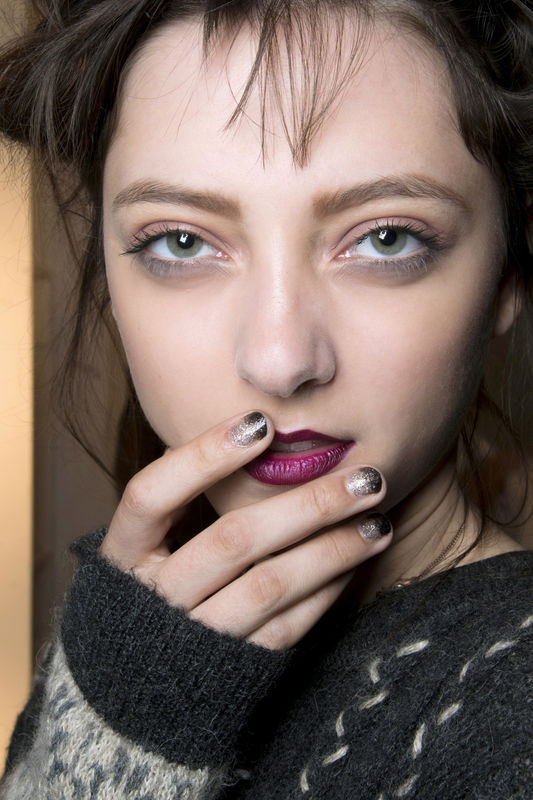 http://glazurmag.ru/images/manicure-ss14/manicure-trendy-wiosna-lato-2014-nicole-miller-fot-imaxtree.jpg